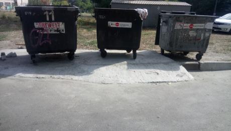 У Шевченківському районі облаштовують пандуси на сміттєвих майданчиках