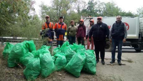 Запорожці влаштували день прибирання на Хортиці і зібрали тону сміття