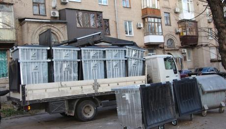 В Вознесеновском районе начали устанавливать новые контейнеры для мусора
