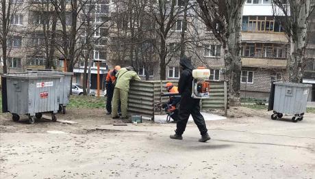 В Запорожье дезинфицируют мусорные контейнеры