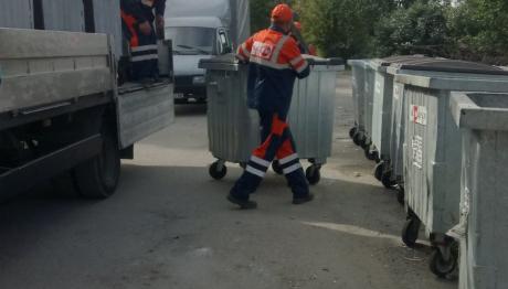 У Шевченківському районі Запоріжжя замінюють сміттєві контейнери