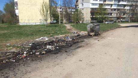 У Запоріжжі спалили відразу 3 сміттєвих контейнери