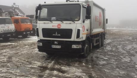В Запорожье вывоз мусора становится опасной профессией