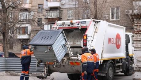 Предприятие «Вельтум-Запорожье» просит горожан не выбрасывать листья в контейнеры