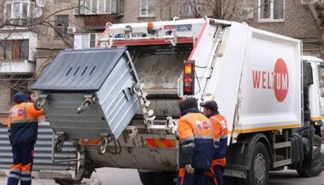 Предприятие «Вельтум-Запорожье» вывозит мусор после старта декабрьских праздников